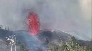 Cinco mil pessoas são evacuadas após vulcão entrar em erupção nas Ilhas Canárias