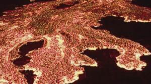 Lava do vulcão nas Ilhas Canárias deve chegar ao mar em breve