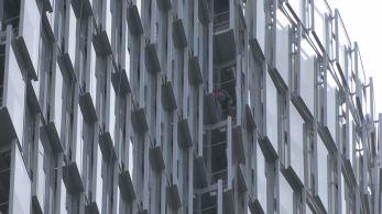 Local escolhido foi um edifício corporativo no bairro La Défense, considerado o centro financeiro da capital francesa