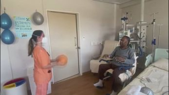 Rei do futebol se recupera de uma cirurgia para a retirada de tumor no cólon do intestino