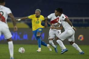 Na Arena Pernambuco, às 21h30 (horário de Brasília), Tite deve repetir escalação que iniciou jogo interrompido contra Argentina