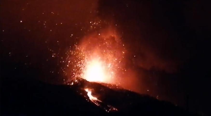 Vulcão em erupção na terça-feira (21), nas Ilhas Canárias