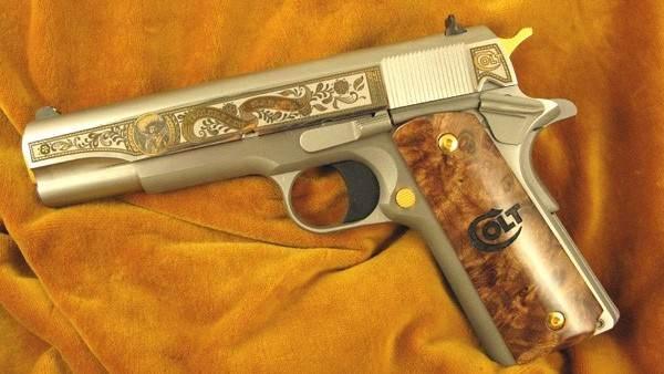 Pistola da fabricante Colt, dos Estados Unidos, com imagem do herói mexicano Emiliano Zapata