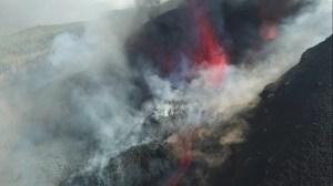 Lava do vulcão em La Palma se aproxima do oceano; área costeira é bloqueada
