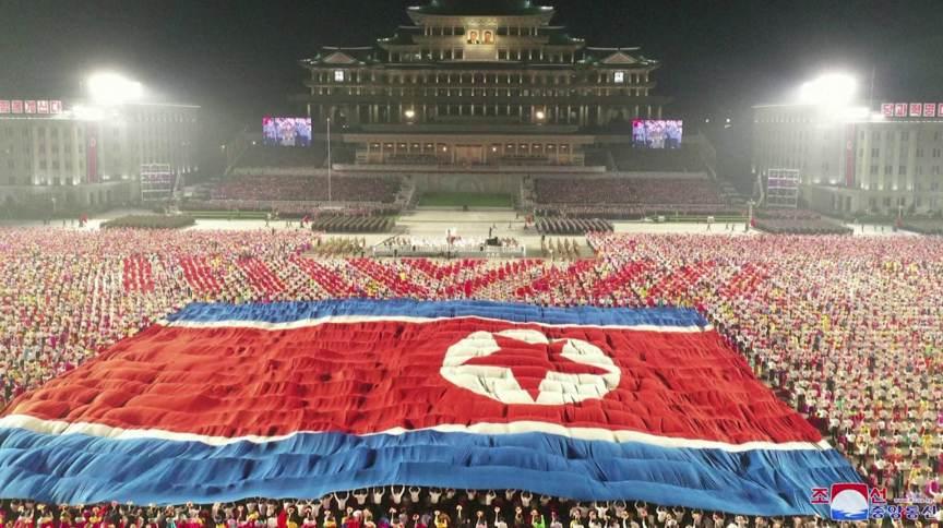 Desfile militar da Coreia do Norte para celebrar 73º aniversário de sua fundação
