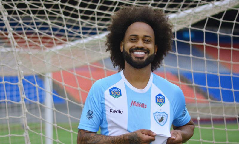 O jogador Celsinho, do Londrina, foi ofendido com termos racistas em uma partida contra o Brusque