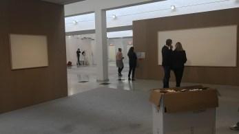 Museu de Arte Moderna Kunsten emprestou 534.000 coroas dinamarquesas para Jens Haaning, que entregou telas em branco e nota apresentando seu trabalho: 'Pegue o dinheiro e corra'