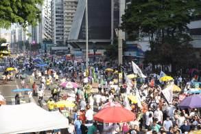 """Para Gomes (PDT), manifestação mostra que """"o povo brasileiro está levantando a mais poderosa das espadas, que é a espada da união contra a ditadura"""""""