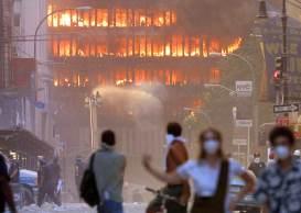 O empresário brasileiro Larry de Faria Júnior conta que só se deu conta que eram dois aviões no momento em que saiu do prédio e viu as duas torres em chamas