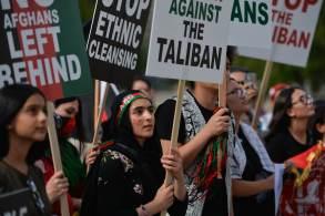 'Há 20 anos, fui forçada a ficar em casa pelo crime de ser estudante. Hoje, 20 anos depois, por ser mulher e professora', disse uma manifestante em Cabul