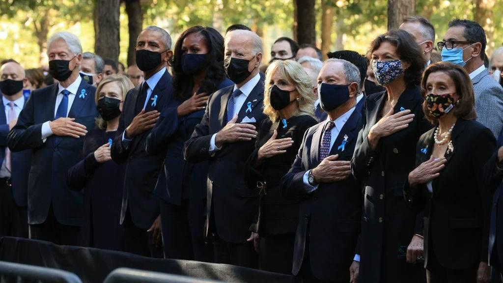 Bill Clinton, Hillary Clinton, Barack Obama, Michelle Obama, Joe Biden e Jill Biden prestam homenagem às vítimas do 11 de Setembro
