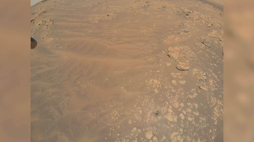 Imagem capturada pelo helicóptero Ingenuity sobre a região de South Seítah, em Marte