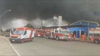 A fábrica estava fechada e não há vítimas, segundo o Corpo de Bombeiros do Distrito Federal