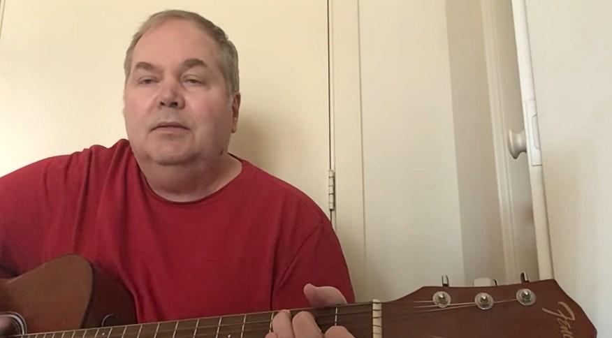 John Hinckley Jr., que tentou assassinar Ronald Reagan em 1981, tem um canal no YouTube em que posta vídeos musicais