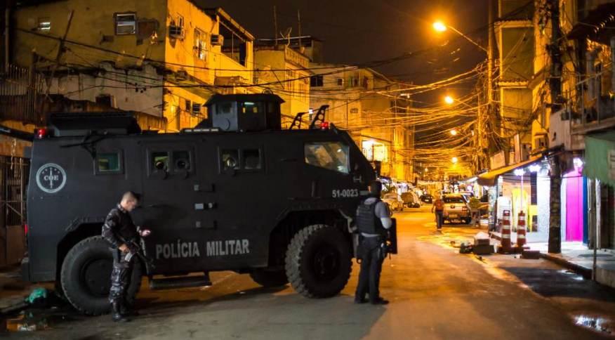 Na Maré, confrontos armados entre forças de segurança e quadrilhas de traficantes e milicianos são rotina e assustam moradores