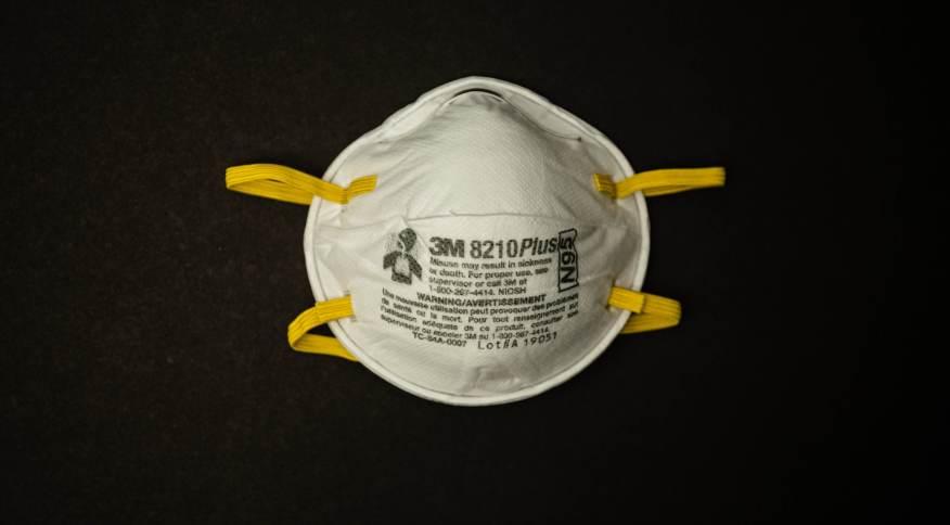 Máscara N95, ou PFF2 na especificação brasileira, é a mais eficaz para proteger do coronavírus