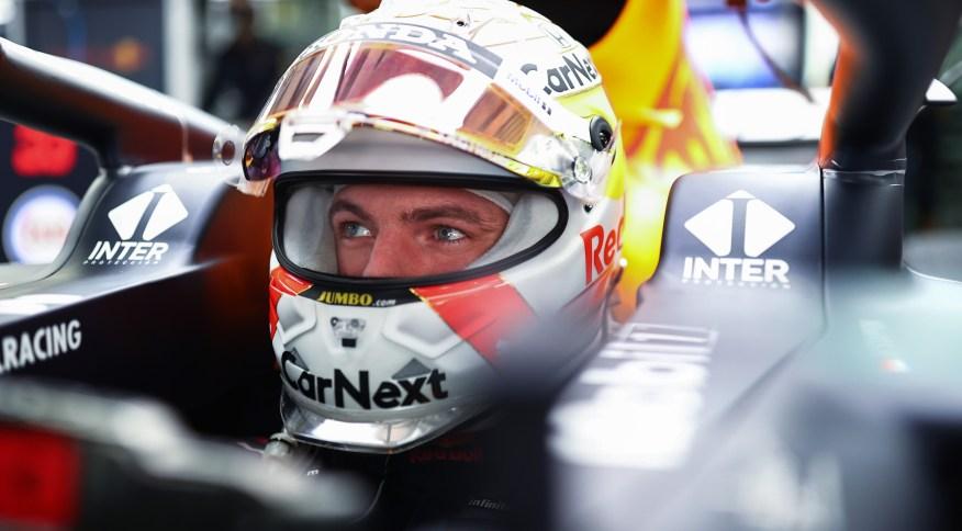 Max Verstappen, da Red Bull, se prepara para treino livre no Grande Prêmio da Rússia, em Sochi
