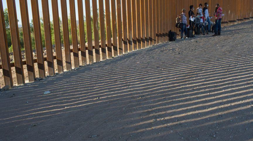 Um grupo de brasileiros é detido na fronteira dos Estados Unidos com o México, pelo estado do Arizona, em abril deste ano