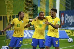 Brasil tem oito vitórias em oito jogos, uma marca inédita e desafiadora para o futuro; gols brasileiros em São Lourenço da Mata foram de Everton e Neymar