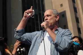 Políticos participaram de ato contra o governo Jair Bolsonaro na Avenida Paulista neste domingo (12)
