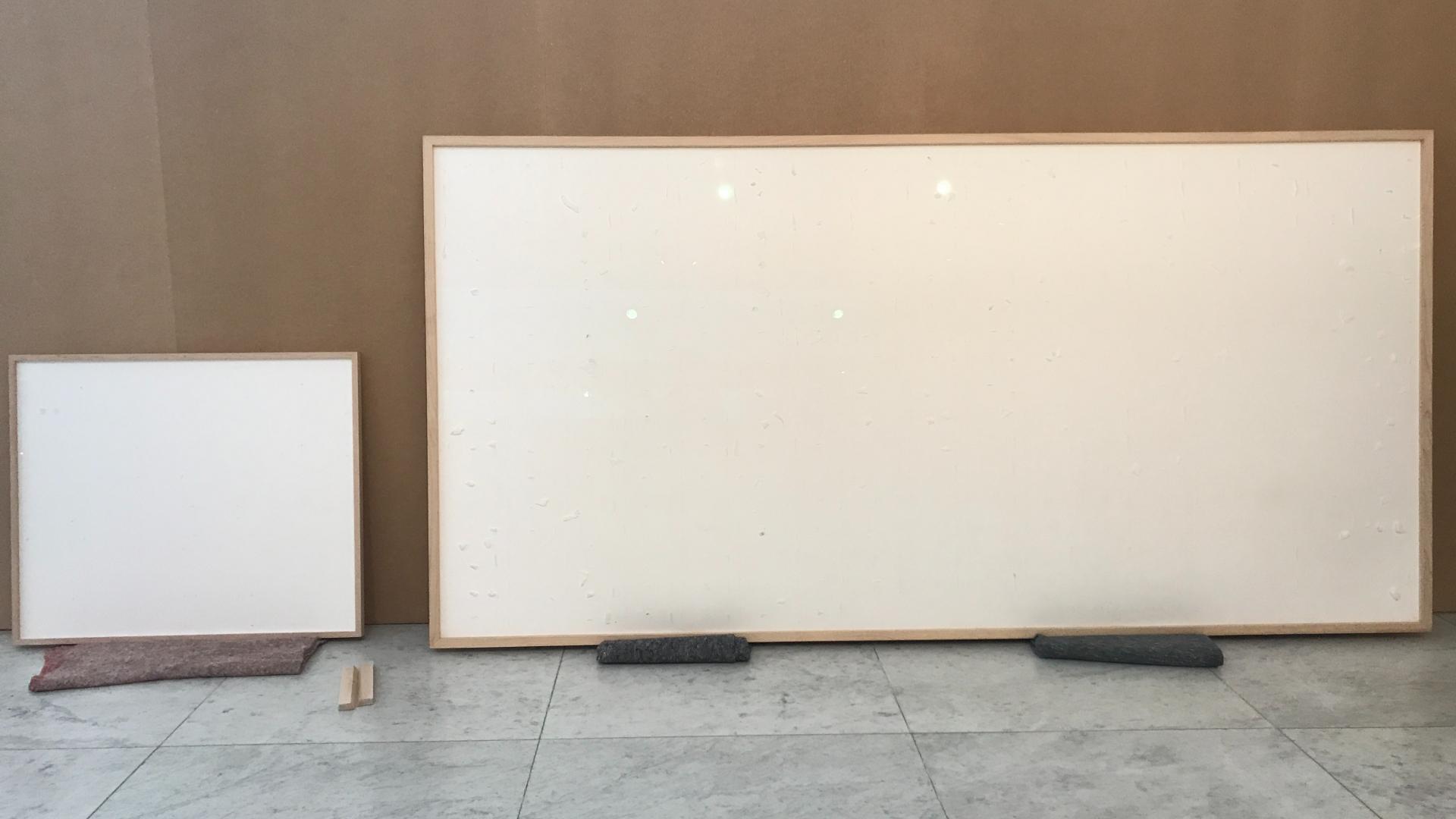 Quadros em branco entregues pelo artista Jens Haaning a museu dinamarquês