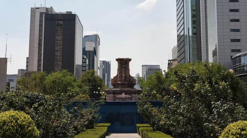 Retirada para manutenção, estátua de Cristóvão Colombo no Paseo de la Reforma, na Cidade do México, será substituída por monumento de mulher indígena
