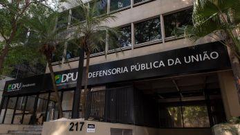 Pesquisa aponta que apenas 28% dos municípios são contemplados pela Defensoria Pública da União (DPU); 59,3% dos brasileiros têm potencial para acessar os serviços da DPU