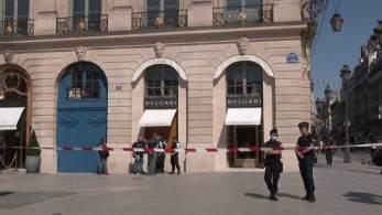 Grupo atacou loja da Bulgari recentemente renovada na Place Vendome, considerada o coração do luxo francês; quatro suspeitos fugiram em scooters