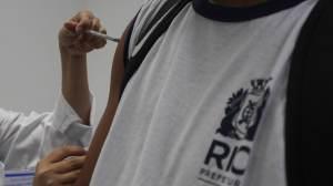 Pai que se recusa a tomar vacina é proibido por juiz de visitar filha no RS