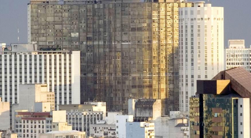Brasil, São Paulo, SP. 10/01/2009 Vista do centro da capital paulista durante uma tarde com o tempo fechado. Ao centro, o edifício Copan, tendo a sua direita, o antigo Hotel Hilton.