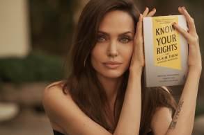Jolie disse esperar que o livro lembre os governos de seu compromisso com o tratado global que consagra os direitos civis, sociais, políticos e econômicos das crianças