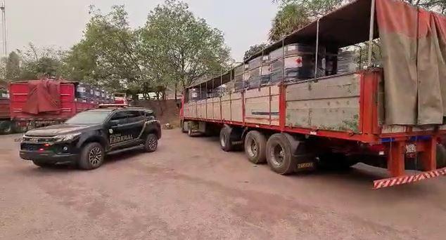 Carga foi apreendida em tambores dentro de caminhões
