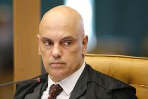 Moraes suspende portaria de Bolsonaro que revogava controle de armas e munições
