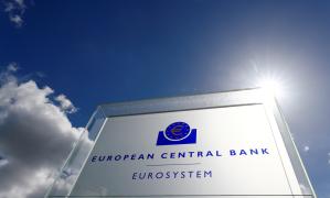 BCE não deve reagir com exagero a altas temporárias da inflação, diz Lagarde