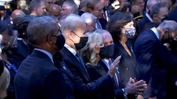 Ataques às Torres Gêmeas aconteceu há 20 anos; minuto de silêncio e leitura de nomes das vítimas do 11 de setembro acontecem em Manhattan