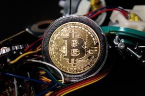 No mês, o bitcoin ainda acumula valorização de cerca de 34%