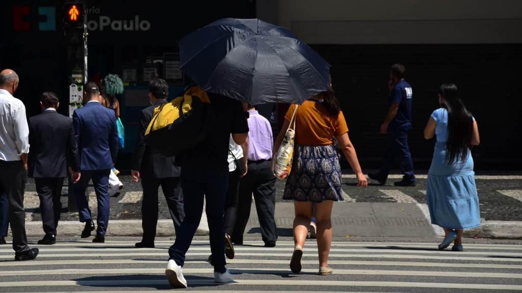 Paulistanos enfrentaram calor recorde no ano nesta segunda-feira (20)