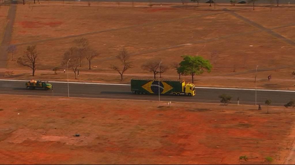 Caminhoneiros deixam a região da Esplanada dos Ministérios | CNN Brasil