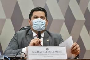 Senador é pressionado a marcar oitiva do indicado do presidente Jair Bolsonaro (sem partido) ao STF
