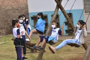Uso de máscaras nas escolas ajuda a prevenir surtos de Covid-19, segundo estudos