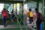 Volta obrigatória de aulas presenciais pode diminuir evasão, dizem educadores