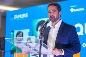 Governador gaúcho se apresentou com representantes de alguns diretórios estaduais que apoiam sua pré-candidatura à Presidência, como MG, BA e AP