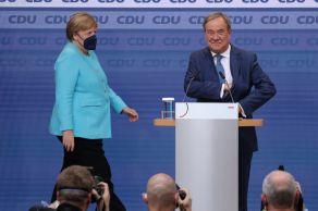 De acordo com uma pesquisa de opinião, o Partido Social-Democrata (SPD), de esquerda, está pouco à frente do partido conservador de Angela Merkel, com 26% dos votos