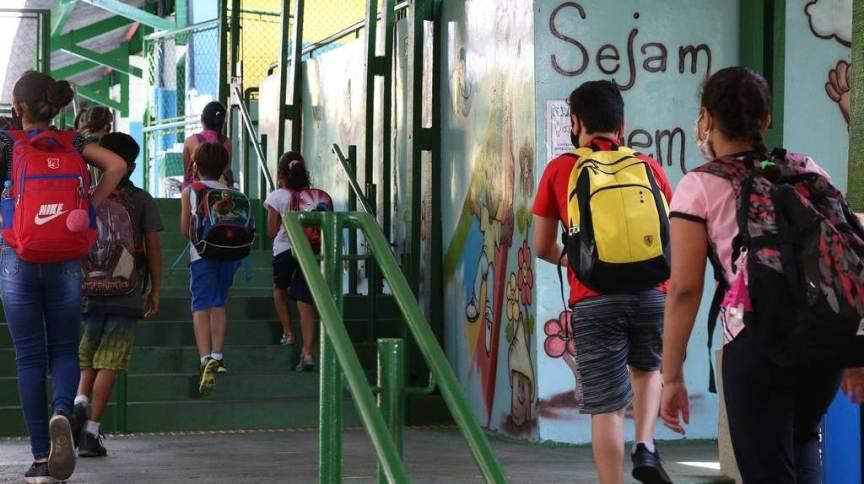 Brasil contrariou o movimento da maioria dos países acompanhados pela OCDE e deixou de ampliar investimentos na educação básica
