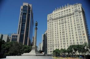 Entre eles, está o Edifício A Noite, de 22 andares, considerado o primeiro arranha-céu da América Latina