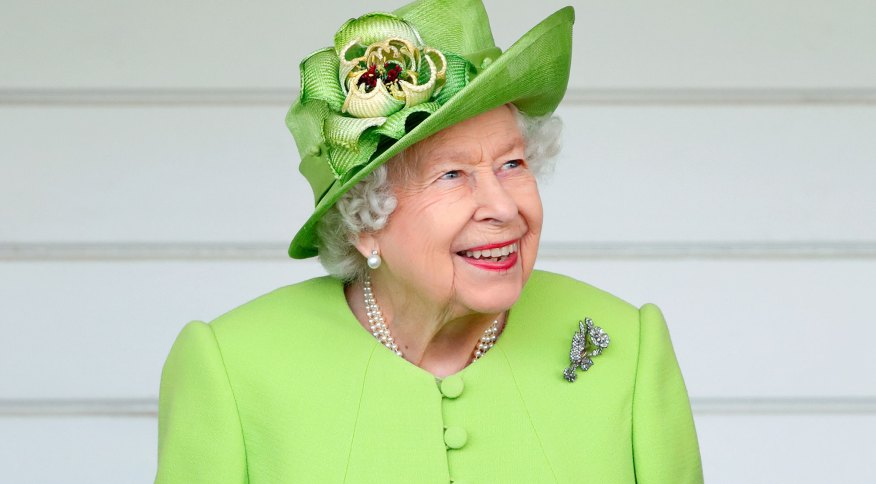A Rainha Elizabeth II comparece a uma partida de polo e a uma exibição de condução de carruagem em 11 de julho de 2021 em Egham, Inglaterra