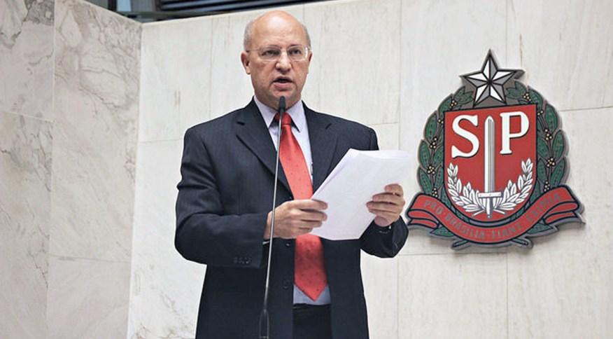 Ex-deputado estadual de São Paulo Carlos Neder, do PT, morreu por complicações da Covid-19
