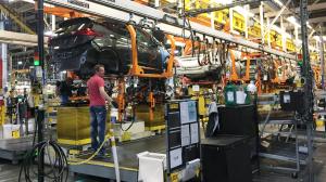 GM recomenda que carro elétrico Bolt fique longe de outros veículos em garagens