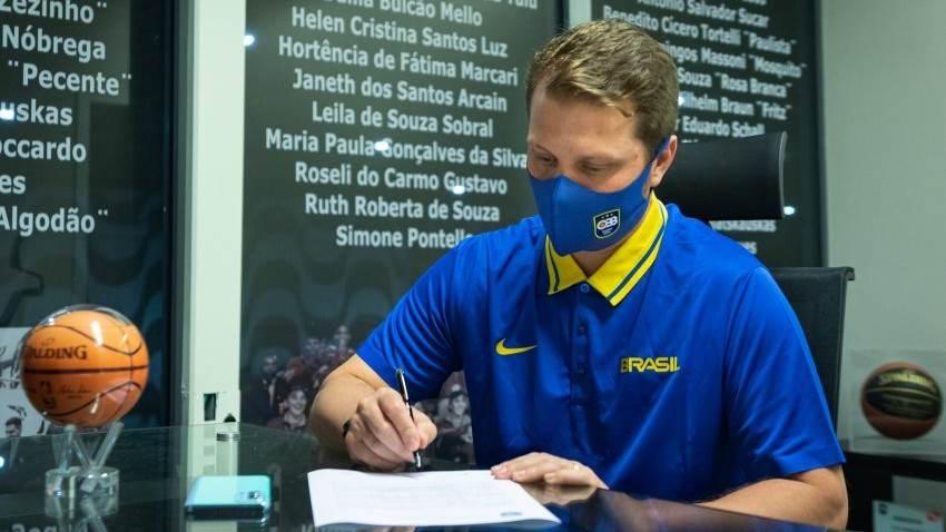 Gustavo de Conti é o novo treinador da seleção brasileira de basquete masculino