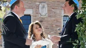 Governador do Colorado, nos EUA, é o primeiro LGBTQIA+ a se casar durante mandato